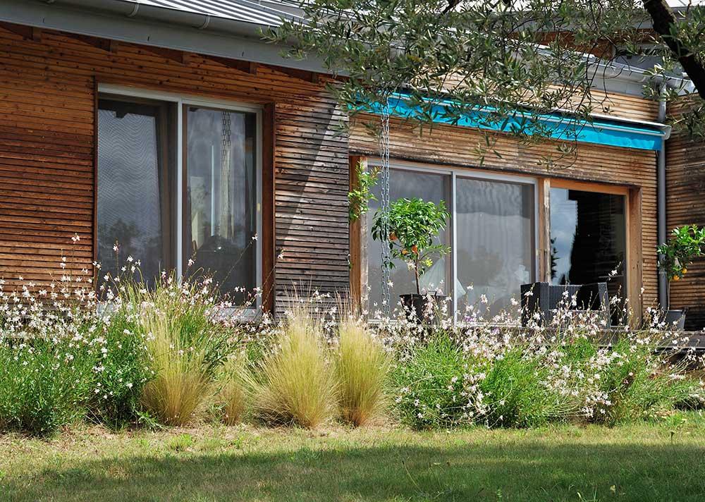 Entretien les jardins des arcades for Contrat entretien jardin